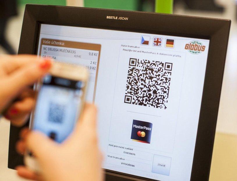 Skenování QR kódu na platebním terminálu ulehčuje výběr i placení.