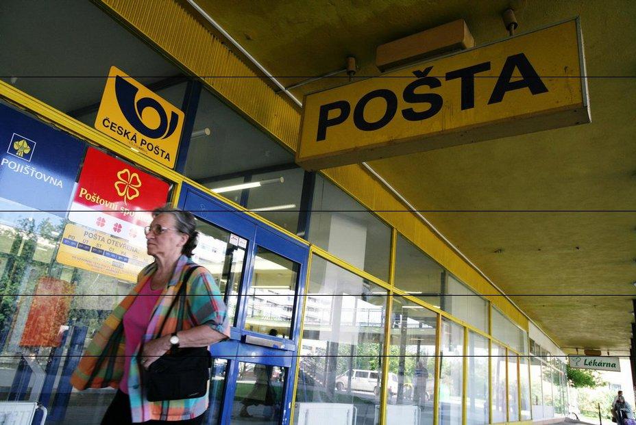 Česká pošta plánuje od března zrušit 2371 pracovních, zčásti neobsazených míst. O práci tak přijde asi 1500 z 29 tisíc pracovníků státního podniku, tedy asi pět procent z nich.