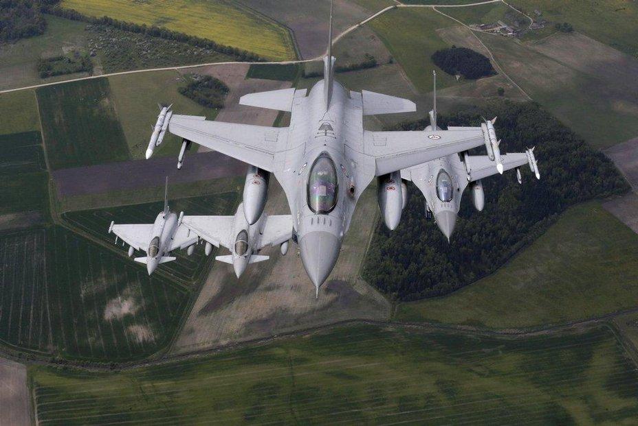 Rozmístění několika tisíc vojáků NATO v Polsku a Pobaltí a vůbec posílení obrany regionu má ujistit Rusy, že v případě útoku budou takřka ihned čelit odporu sil Severoatlantické aliance