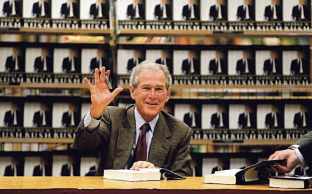 Bushovy paměti. Ve Spojených státech vyšly očekávané paměti bývalého prezidenta George Bushe. Jmenují se Decision Points (Okamžiky rozhodování). Politik, který loni v zimě opouštěl Bílý dům s mrazivě nízkou podporou jen 22 procent Američanů, jimi prolomil téměř dvouleté mlčení.
