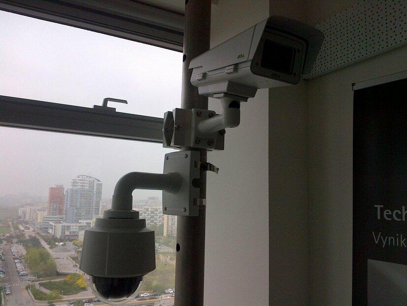 Systém nade mnou to teď vyhodnotí. Dohledové IP kamery.