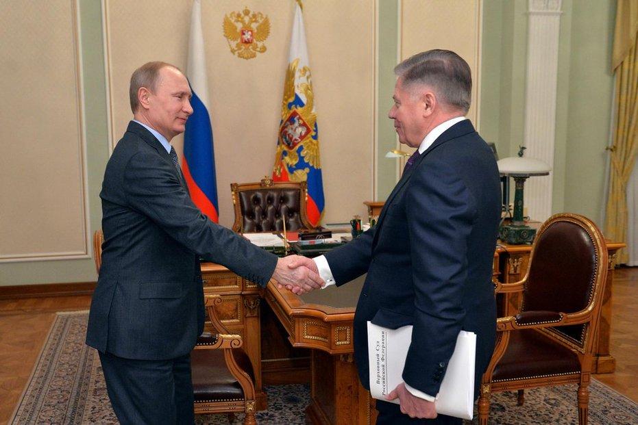 Ruská hlava státu Vladimir Putin a kyrgyzský prezident Almazbek Atambajev