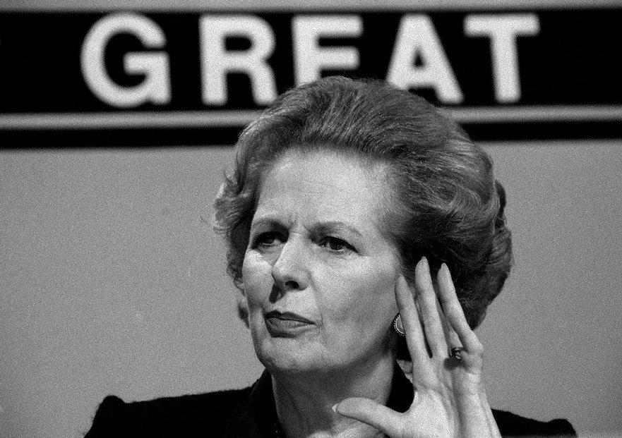 Thatcherová prosazovala konzervativní hodnoty spojené s ekonomickým liberalismem a politiku nízkých daní. Snažila se také omezit imigraci a snížit vliv odborů.