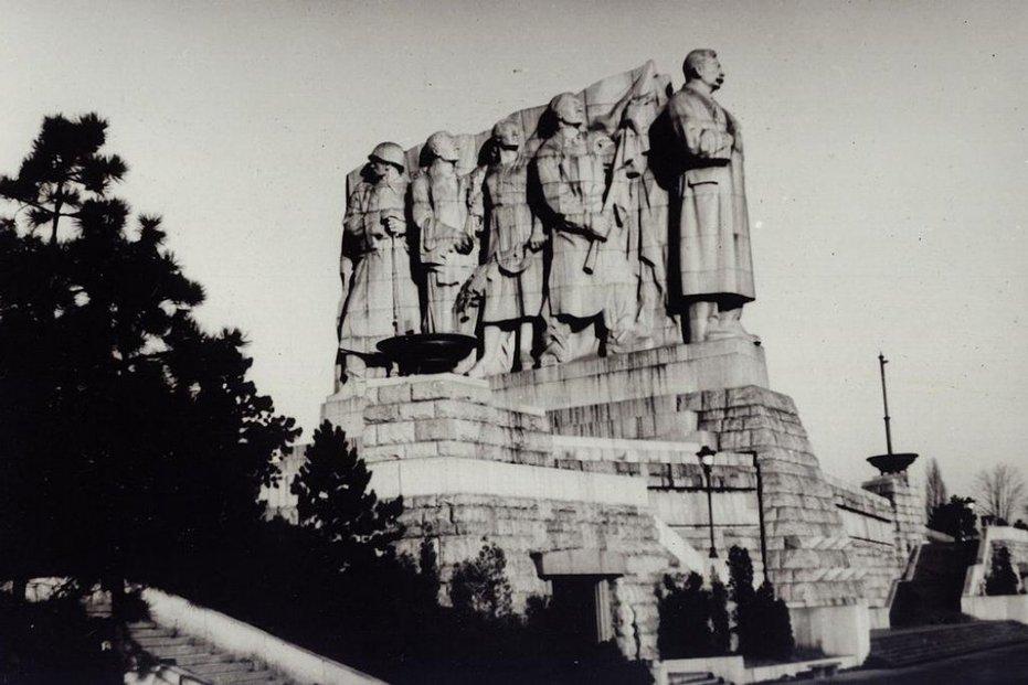 Stalinův památník, Letná
