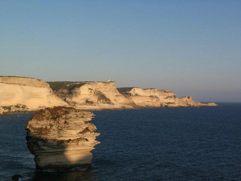 K velkým turistickým lákadlům patří i francouzský ostrov Korsica