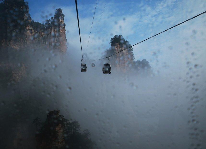 Už samotná jízda na lanovce na vrchol hory patří k dechberoucím zážitkům.