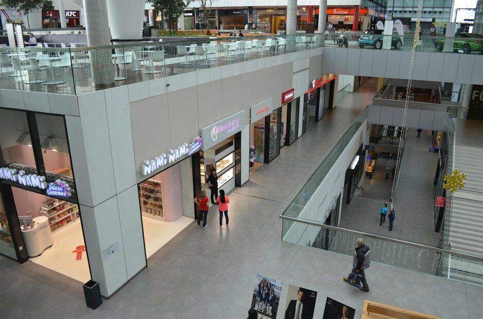 Obchodní centra a parkoviště během posledních svátků