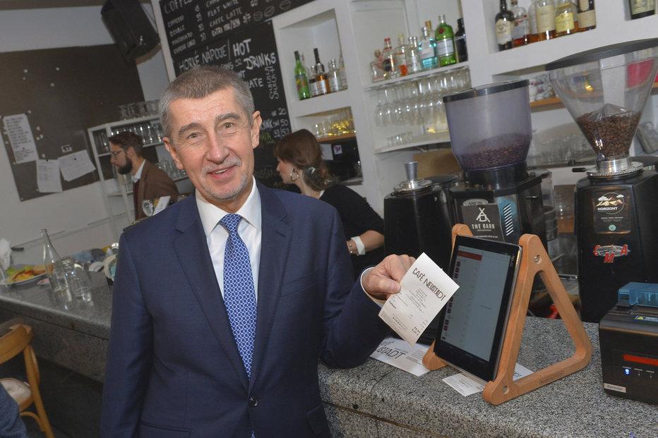 Andrej Babiš vyrazil první den fungování EET na inspekci do pražských kaváren (1.12.2016)