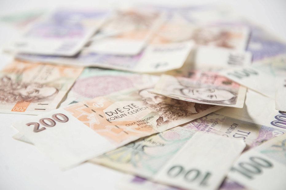 Peníze, koruny, ilustrační foto.