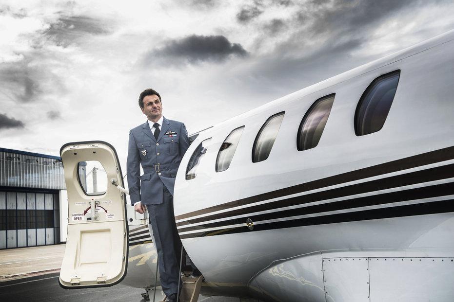 Richard Santus, majitel soukromé letecké společnosti Aeropartner, na Letišti Václava Havla.