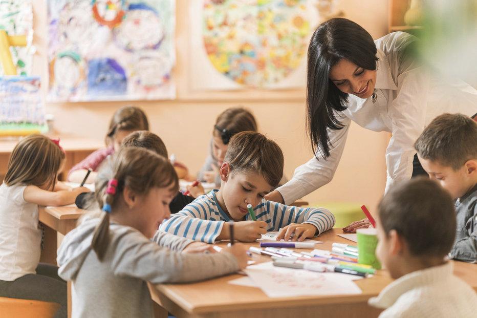 Pro děti od pěti let je předškolní docházka do školek povinná.