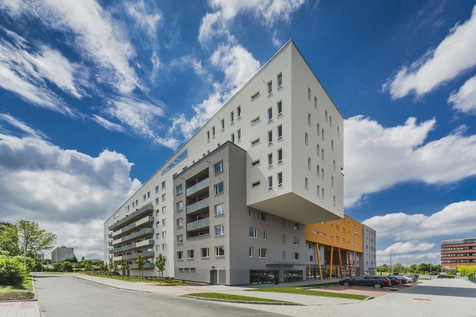 U stanice metra Opatov vyrostl nový bytový komplex Zahrady Opatov. Jeho byty jsou nyní nabízeny zájemcům k podnájmu.