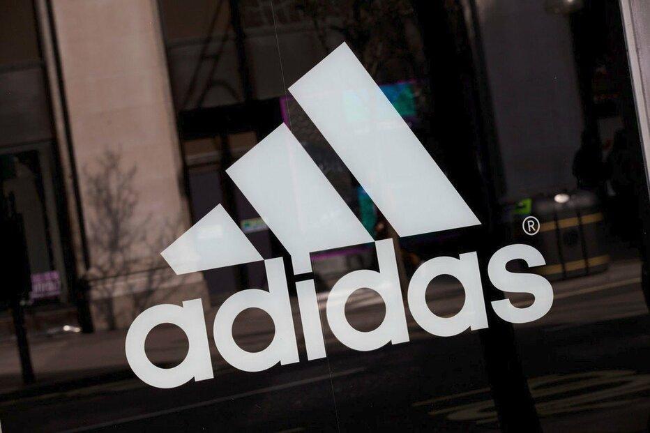Oblečení a boty od Adidasu a Nike si Číňané stále mohou koupit prostřednictvím platforem Taobao, JD.com a Pinduoduo.