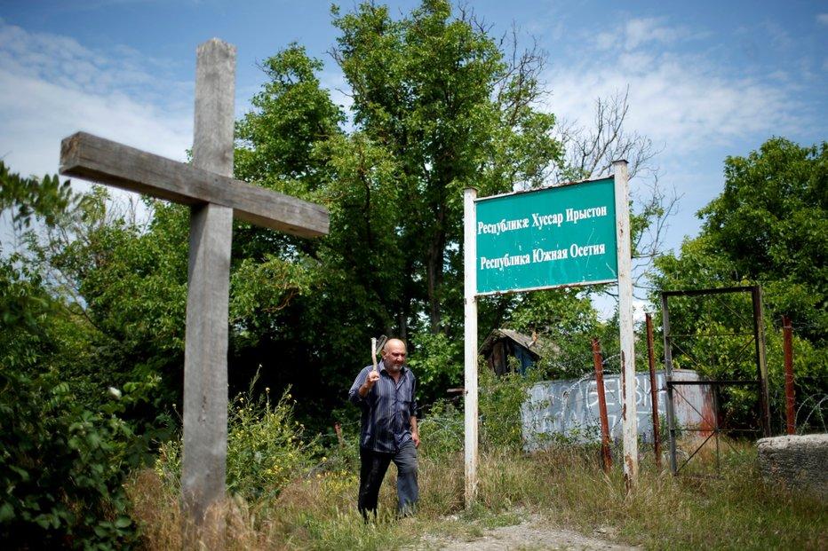 Dnešní de facto hranice mezi Gruzií a separatistickými republikami. Členové pozorovatelské mise EU potvrzují,že ruské jednoty se neustále snaží hranici posouvat dále do gruzínského vnitrozemí