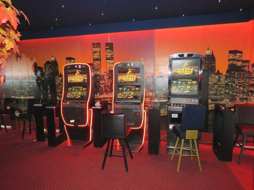 Celníci odhalili nelegální výherní automaty v hernách na území Krči.