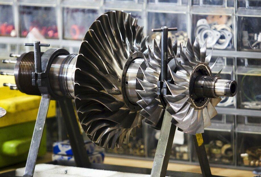 Výroba motorů v GE Aviation Czech. Mimo jiné na letecké součástky se mají vztahovat nová zamýšlená cla