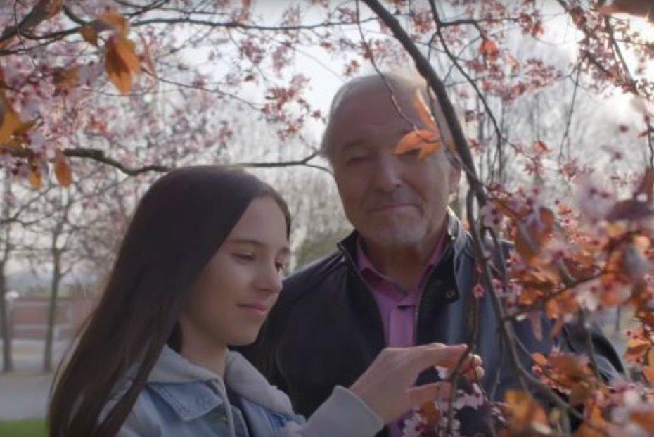 Karel Gott s dcerou Charlotte nazpívali duet Srdce nehasnou