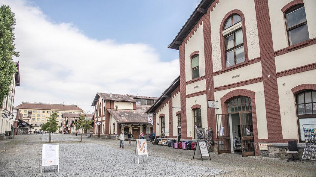 Pražská tržnice v Holešovicích, kde 16. července 2019 probíhá bourání nelegálních stánků