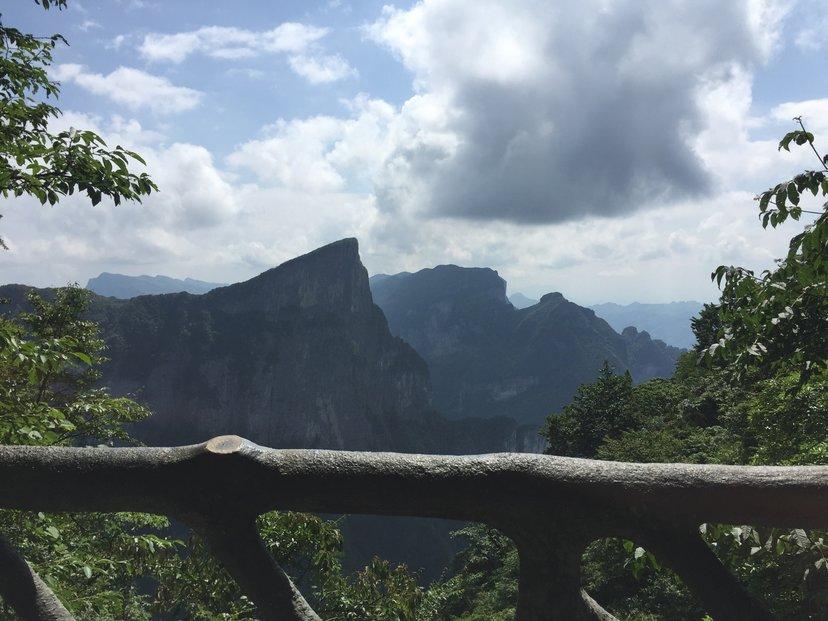 Čínské hory v městských prefekturách Kuej-lin a Čang-ťia-ťie lákají mnoho filmařů. Nejvíce se proslavili autoři filmu Avatar, donedávna nejvýdělečnějšího filmu historie.