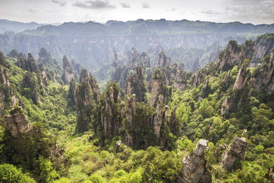 Jeden z nejvýdělečnějších filmů historie Avatar od Jamese Camerona, jenž utržil 2,8 miliardy dolarů, nadchnul mimo jiné přenádhernými, do nebes stoupajícími horami a ve vzduchu se vznášejícími se ostrovy.