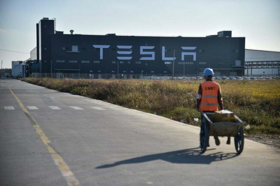 Továrna Tesly v Číně