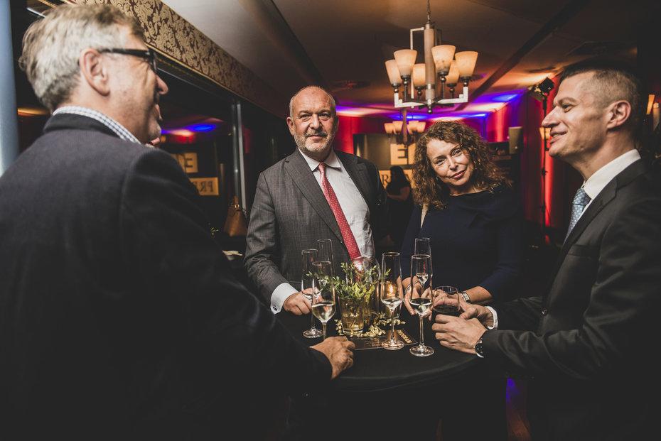 Zleva Vladimír Schmalz z Edua, prezident Deloitte Josef Kotrba a Petra Buzková, Vojtěch Jirků