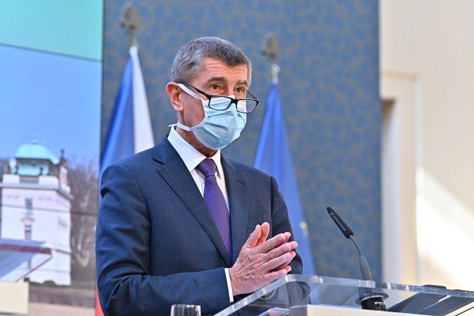 Andrej Babiš s rouškou na tiskovce na Úřadu vlády (17.3.2020)