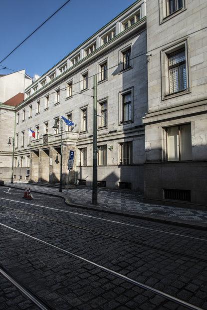 Návrh ministerstva financí na změnu pravidel pro emise dluhopisů schválila vláda. Nyní čeká na projednání ve sněmovně.