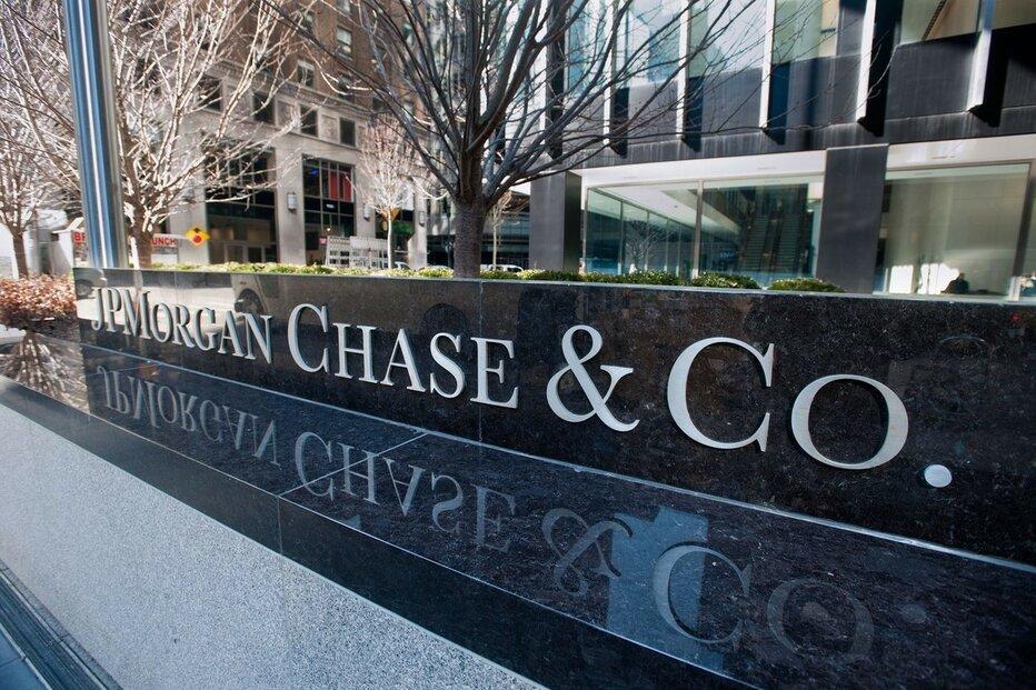 Americký bankovní obr JPMorgan odepsal od začátku roku 34 procent ze své hodnoty. Zisk mu meziročně klesnul o 69 procent kvůli vytváření finančních rezerv kvůli koronaviru.