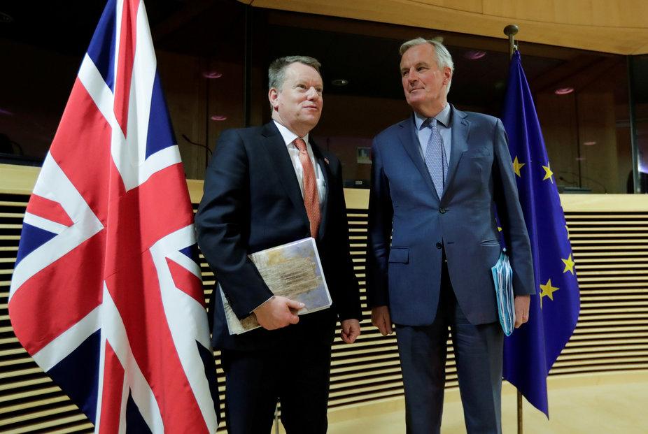 Britský vyjednavač David Frost a unijní vyjednavač Michel Barnier v Bruselu. Dohodu se Británii s EU zatím stále uzavřít nepodařilo.