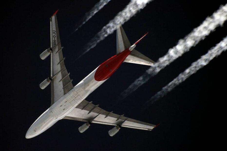Australská letecká společnost Qantas hodlá po cestujících vyžadovat očkování proti nemoci COVID-19.