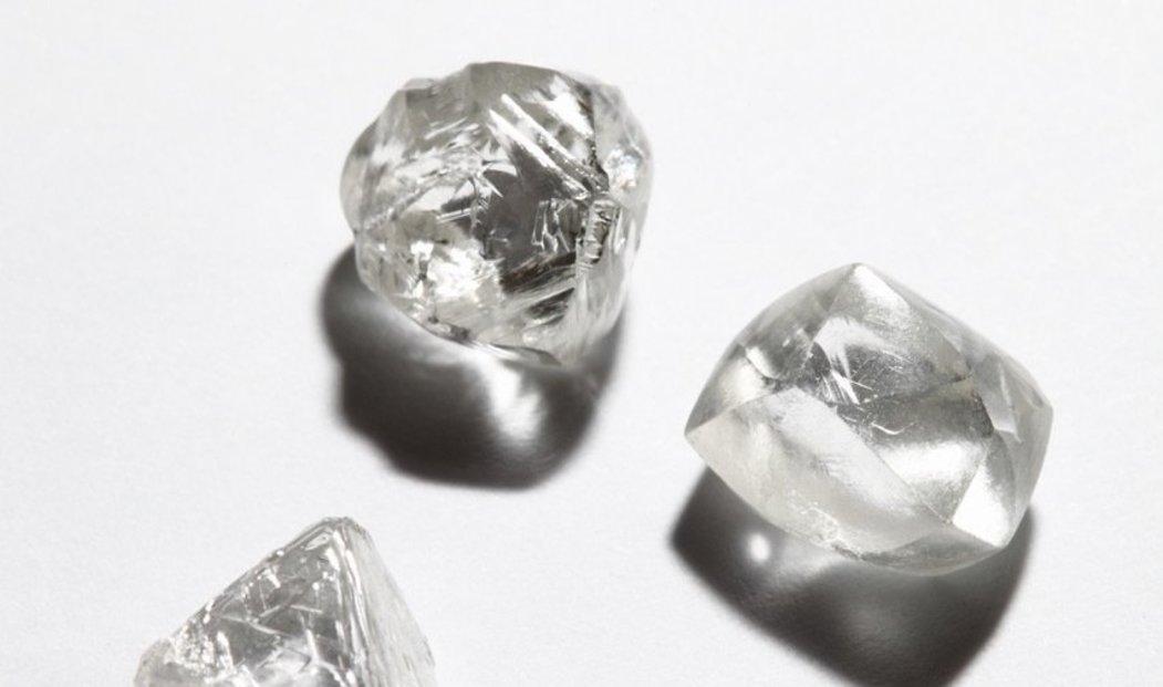 Kvalita nebroušených diamantů a jejich dělení probíhá nejčastěji v diamantové metropoli, Antwerpách