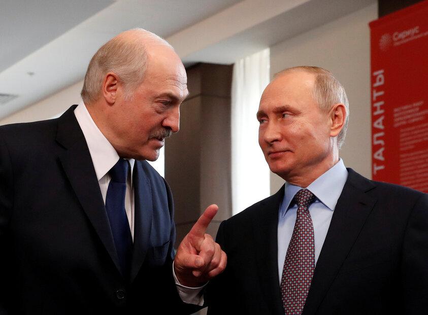 Alexandr Lukašenko (vlevo) se svým ruským protějškem Vladimirem Putinem