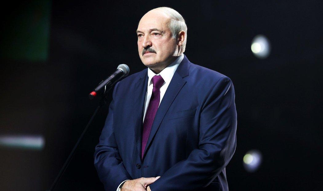 Běloruský prezident Alexandr Lukašenko stále odmítá rezignovat.