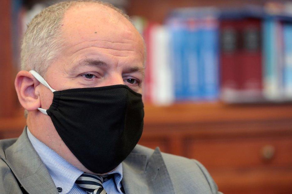 Ministr zdravotnictví Roman Prymula (za ANO) v rozhovoru pro Blesk promluvil o zákazu vycházení a polní nemocnici v Letňanech. (15.10. 2020)