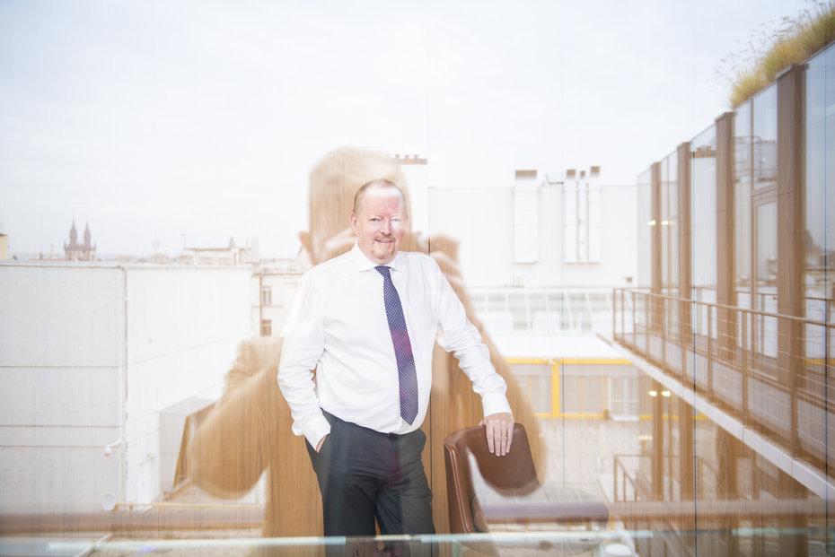 Bývalý bankéř Richard Wilkinson věští bankám obtížné dva roky.