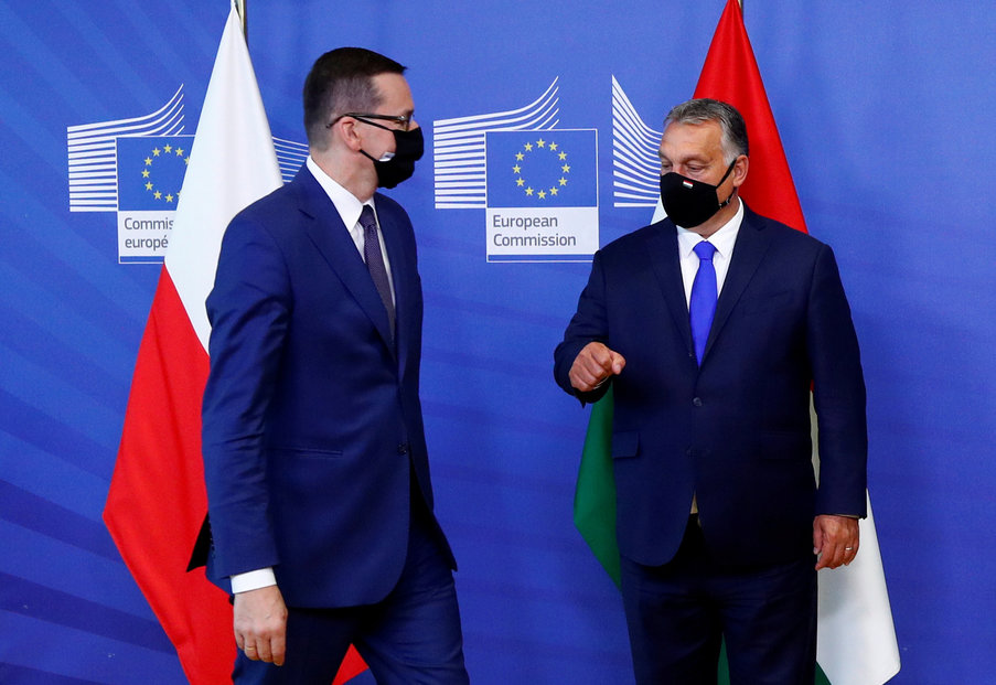 Polský premiér Mateusz Morawiecki (vlevo) a maďarský předseda vlády Viktor Orbán