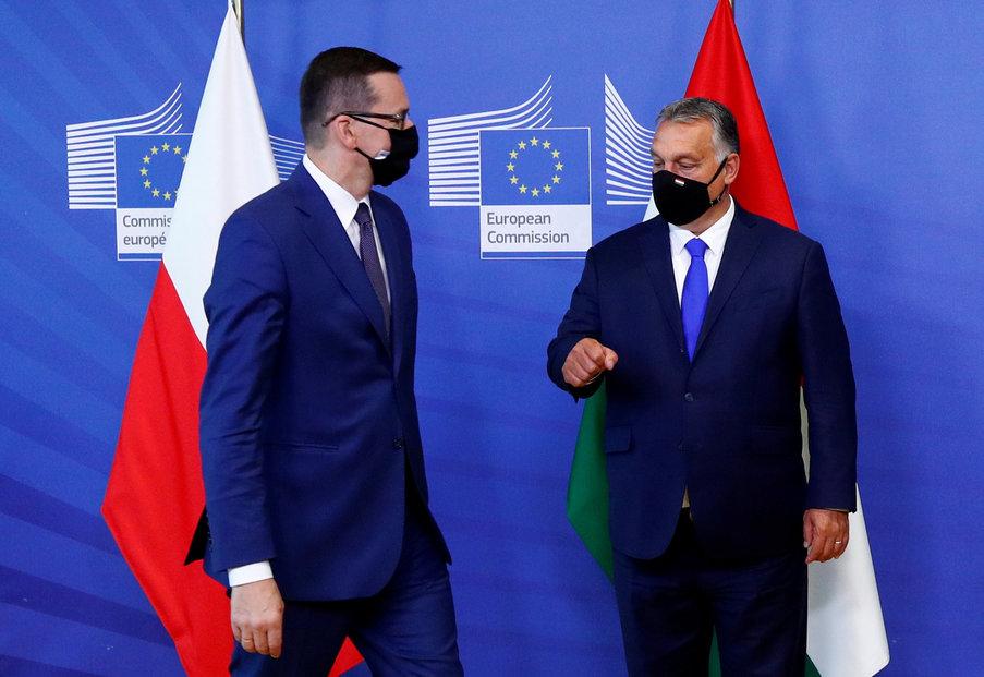 Vlády Polska a Maďarska jednotné zdanění velkých korporací striktně odmítají. Na snímku polský premiér Mateusz Morawiecki (vlevo) a maďarský předseda vlády Viktor Orbán.