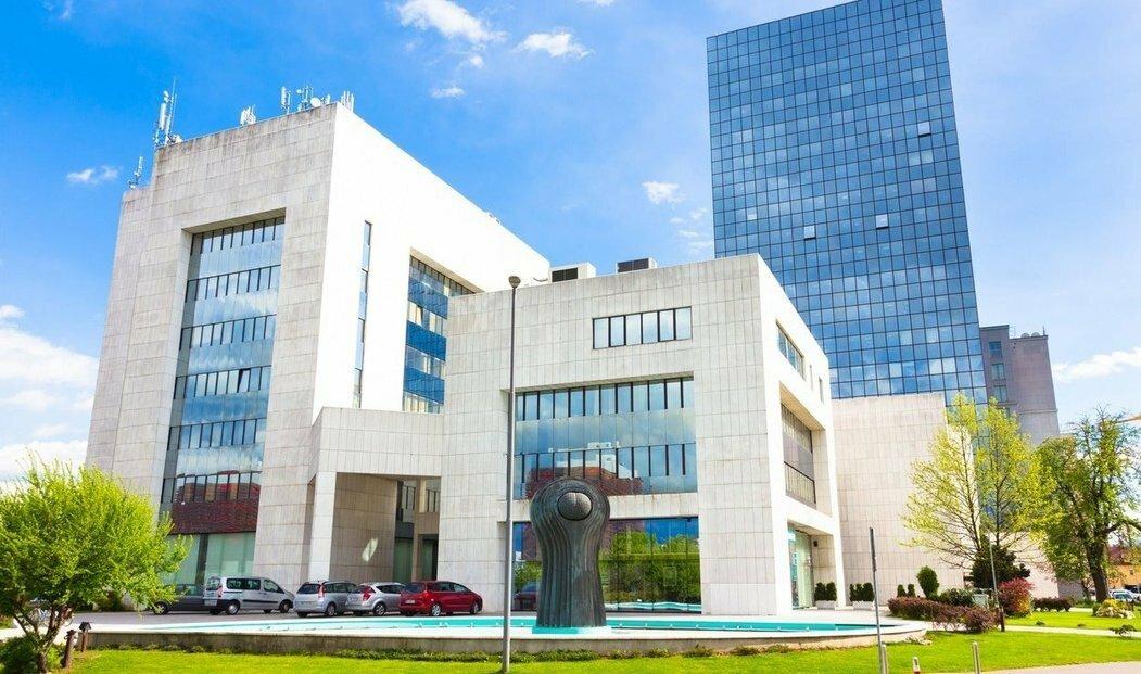 Dluhy, o které se hraje, jsou kryty také kancelářskými objekty v Lublani. (ilustrační foto)