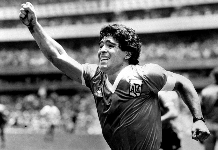 Diego Maradona při semifinále MS 1986 proti Anglii.