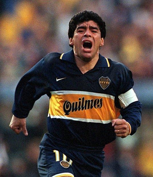 Jeden z nejlepších fotbalistů historie Diego Maradona necelý měsíc po šedesátých narozeninách zemřel. Argentinský mistr světa z roku 1986 a idol mnoha generací utrpěl srdeční zástavu.