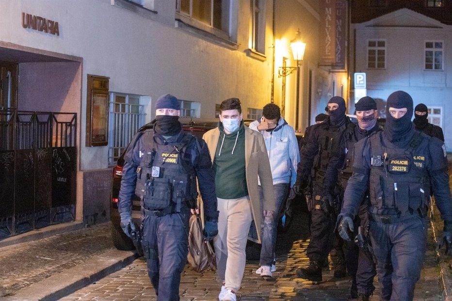 Nelegální party v Praze ukončila až policie.