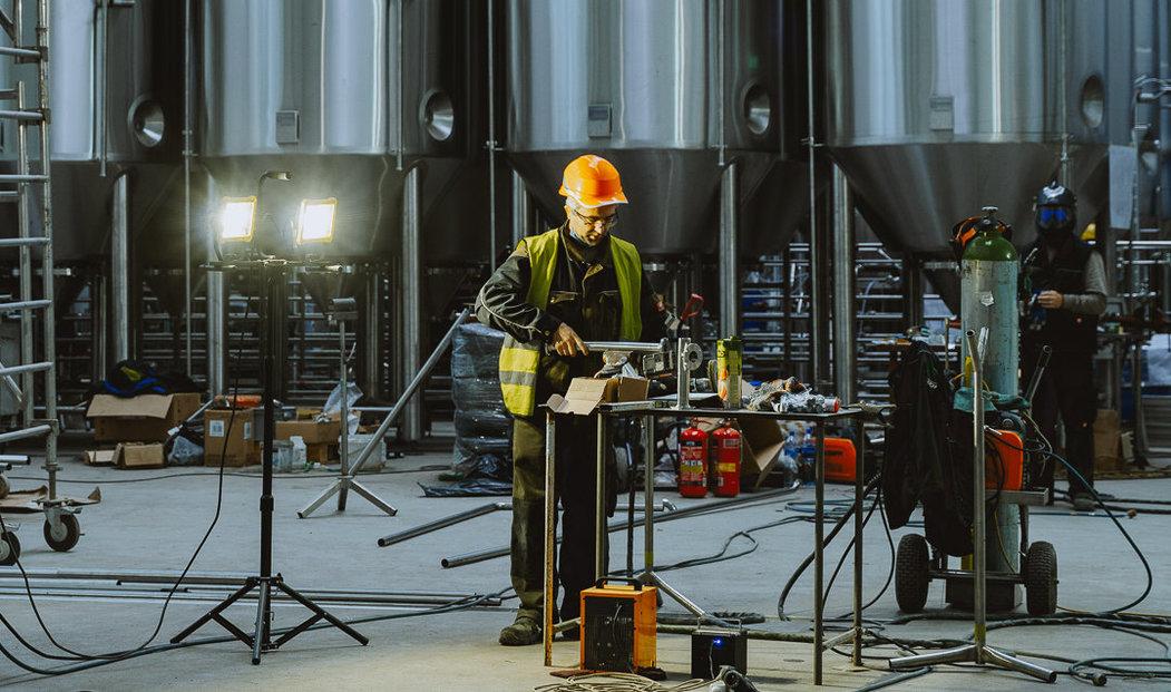 Minipivovar Proud spustil svůj provoz. Jednou z jeho zajímavostí je, že se nachází uvnitř areálu pivovaru mnohem většího.