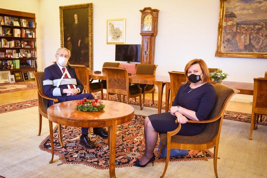 Prezident Miloš Zeman a vicepremiérka Alena Schillerová (za ANO) na Hradě (1. 12. 2020)