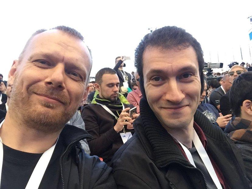 JetBrains je relativně málo známá firma s ruskými kořeny. Byla založena v Česku roku 2000. Její produkty hojně používají vývojáři softwaru. Šéf firmy Maxim Shafirov (vlevo).
