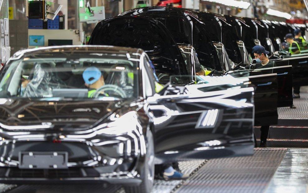 Továrna automobilky Tesla v Šanghaji