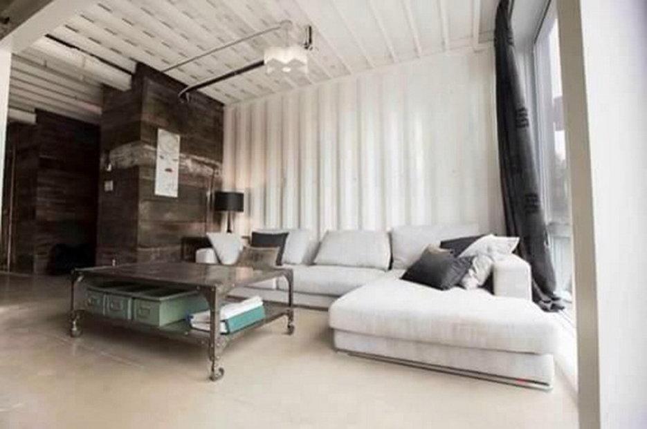 Claudie Dubreuil si postavila z lodních kontejnerů opravdu luxusní sídlo.