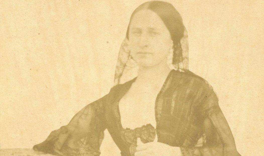 Nejstarší fotografie Boženy Němcové z roku 1845, kdy ji vyfotil domažlický kněz Vojtěch Kramer.