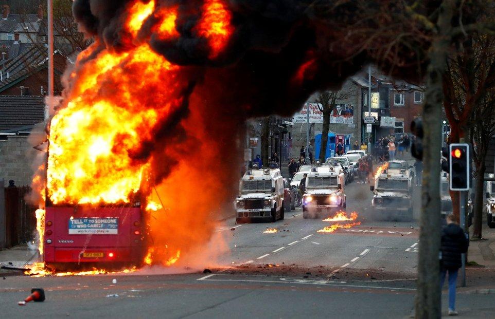 Stabilita Severního Irska je křehká, na jaře vypukly v regionu znovu nepokoje.