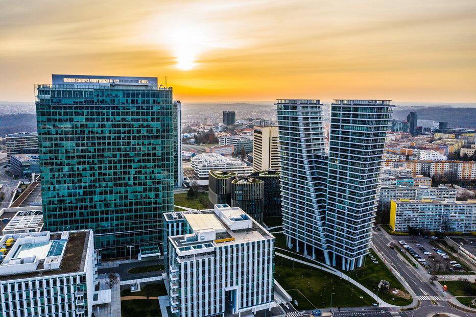 Pražští radní hledají způsob, jak zajistit dostatek bytů v metropoli. Snímek zachycuje Residence V Tower na Pankráci